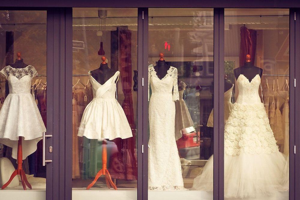 kratka venčanica, salon La Perla